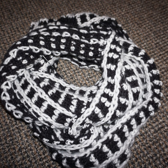 Black White Crochet Scarf Poshmark